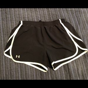 Under Armour Shorts women black Work out size M